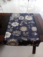 Caminho azul marinho com flores brca 2,20mtsX0,45mts